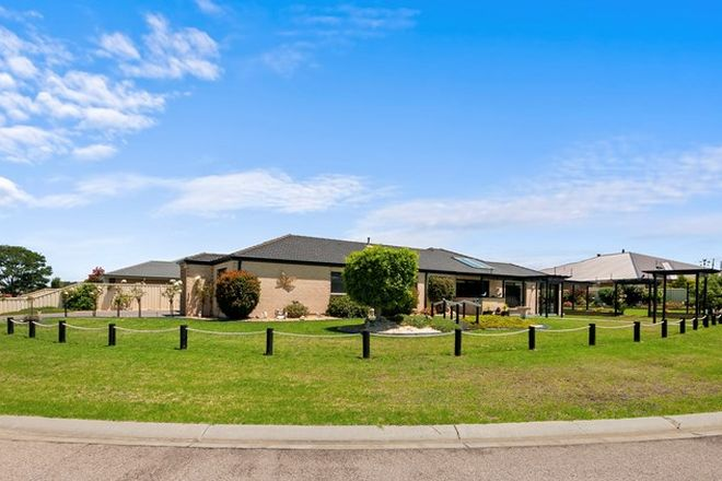 Picture of 21 Riviera Close, PAYNESVILLE VIC 3880