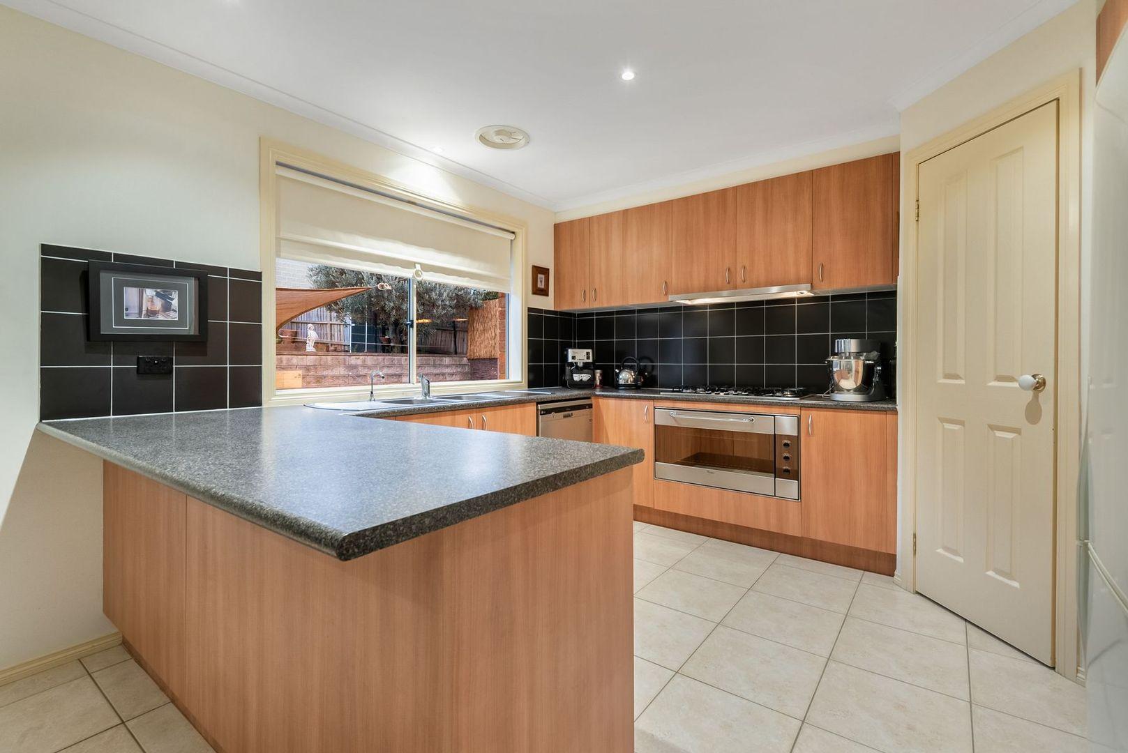 16 Crestmont Terrace, Craigieburn VIC 3064, Image 2