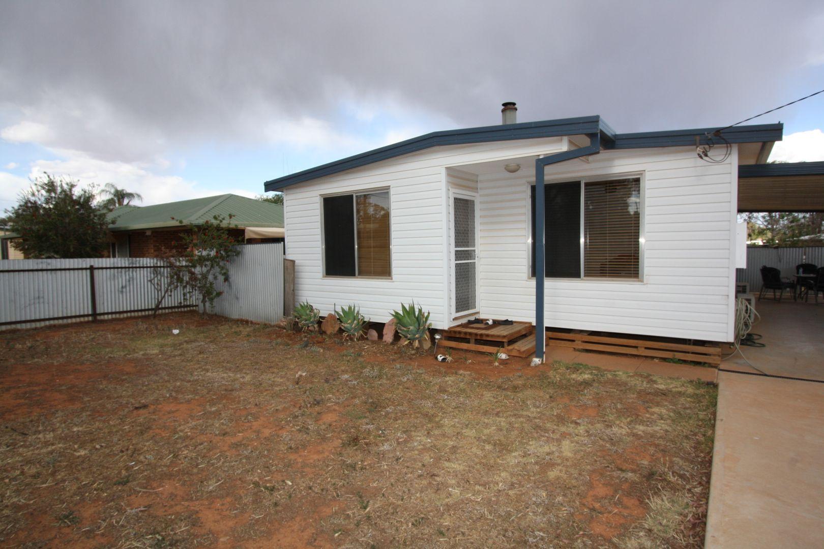 14 Woodiwiss Avenue, Cobar NSW 2835, Image 0