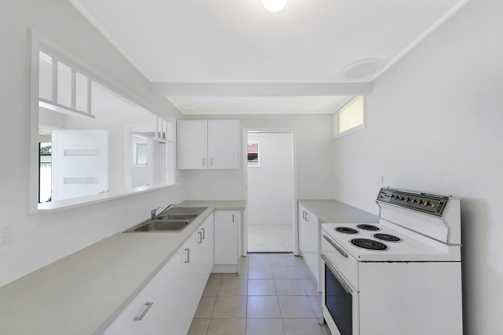 4 Haynes Avenue, Umina Beach NSW 2257, Image 2