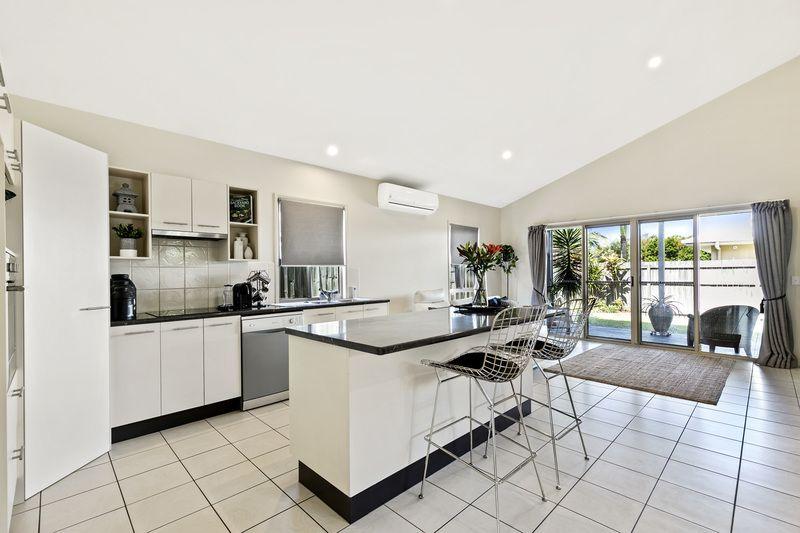 4 Flores Street, Kawana Island QLD 4575, Image 2