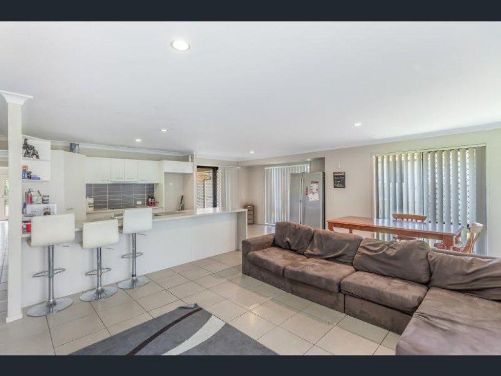 6 Carly Drive, Helidon QLD 4344, Image 2