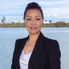 Sabina Lee, Property manager