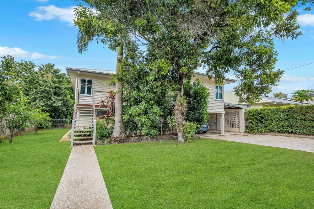 211 Woodward Street, Whitfield QLD 4870