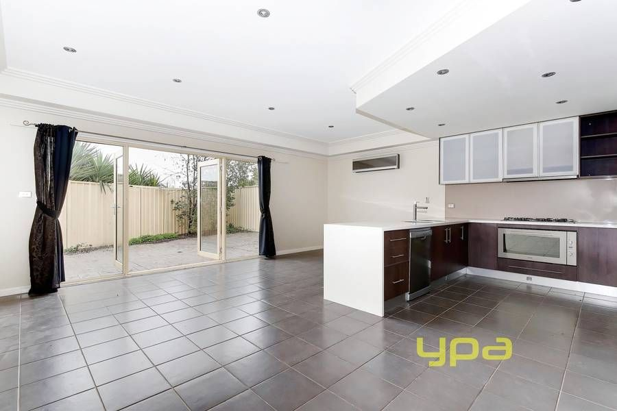 25A Parklands Grove, WERRIBEE VIC 3030, Image 2