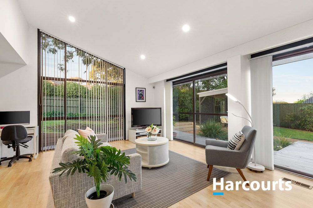 25 Piccadilly  Avenue, Wantirna South VIC 3152, Image 2