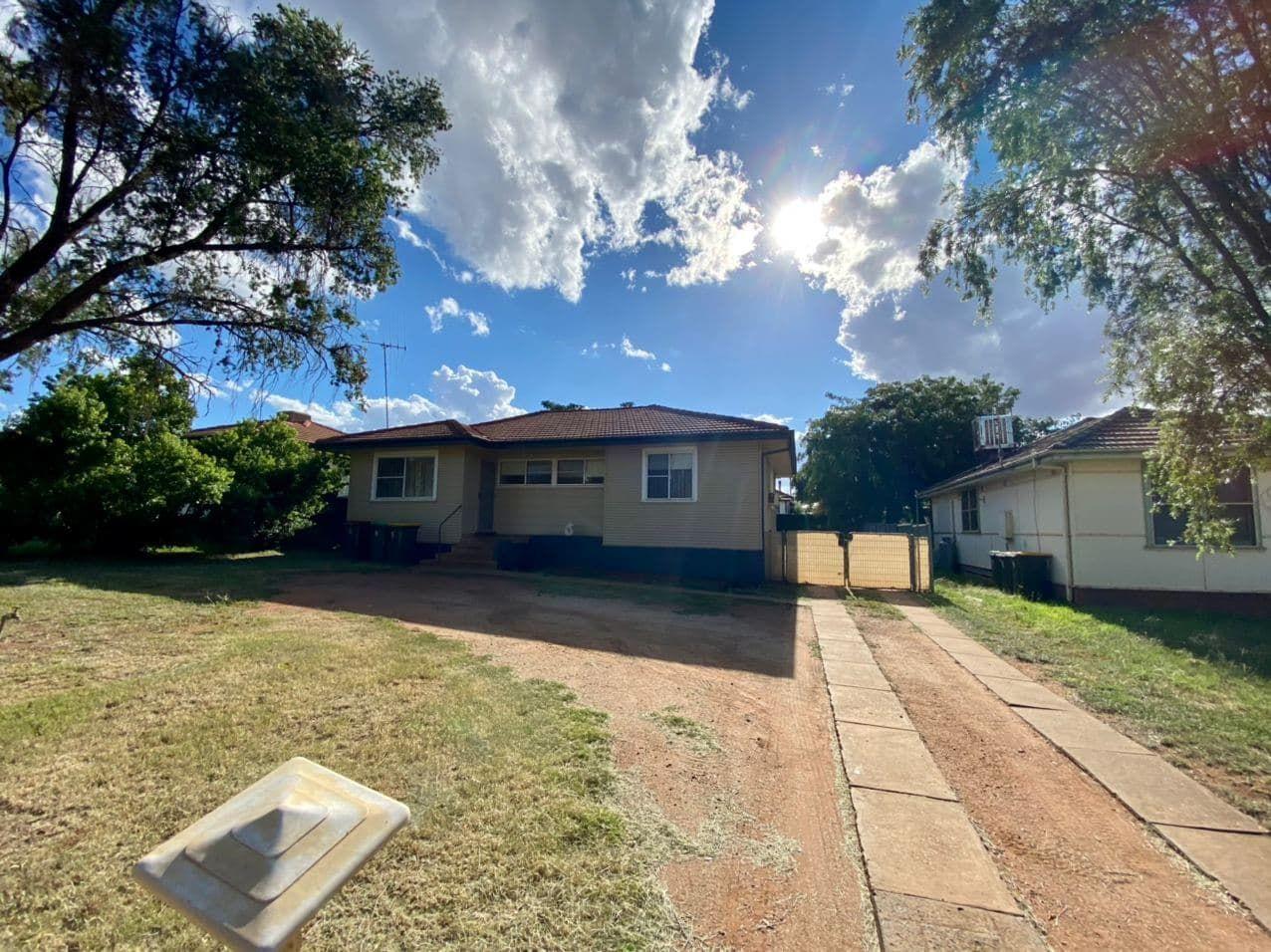 10 Porter St, Parkes NSW 2870, Image 0