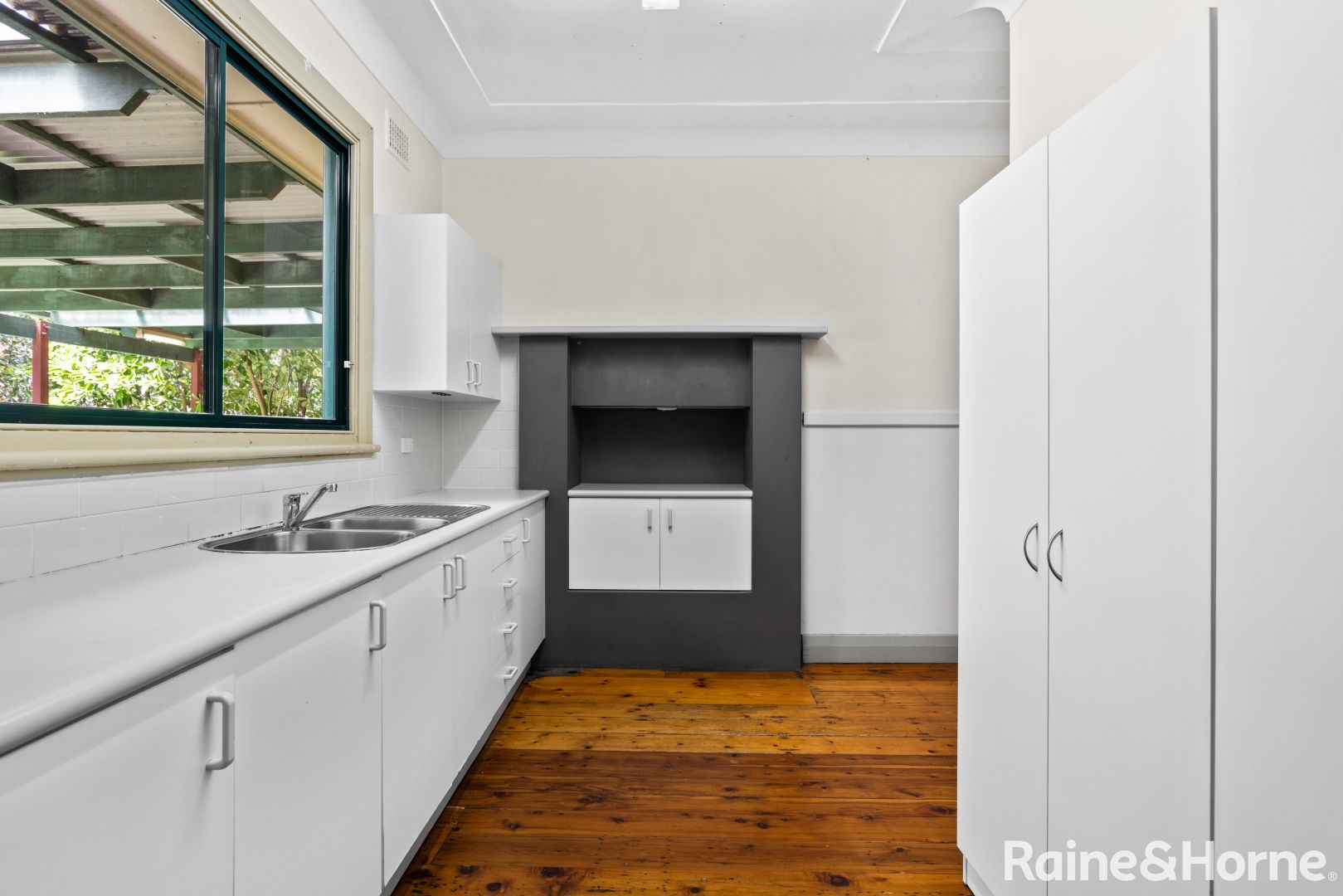 21 Young Street, West Gosford NSW 2250, Image 1