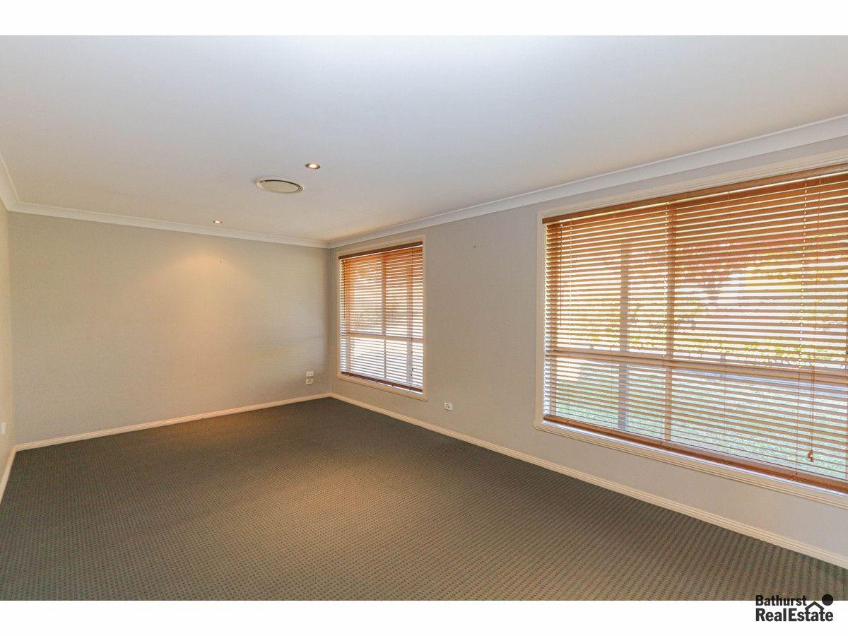 45 Rosemont Avenue, Kelso NSW 2795, Image 2