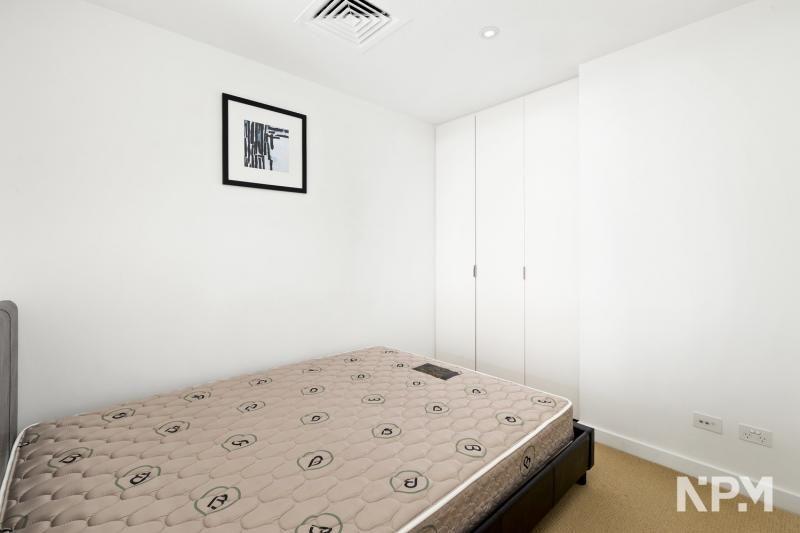 2405/551 Swanston Street, Carlton VIC 3053, Image 2