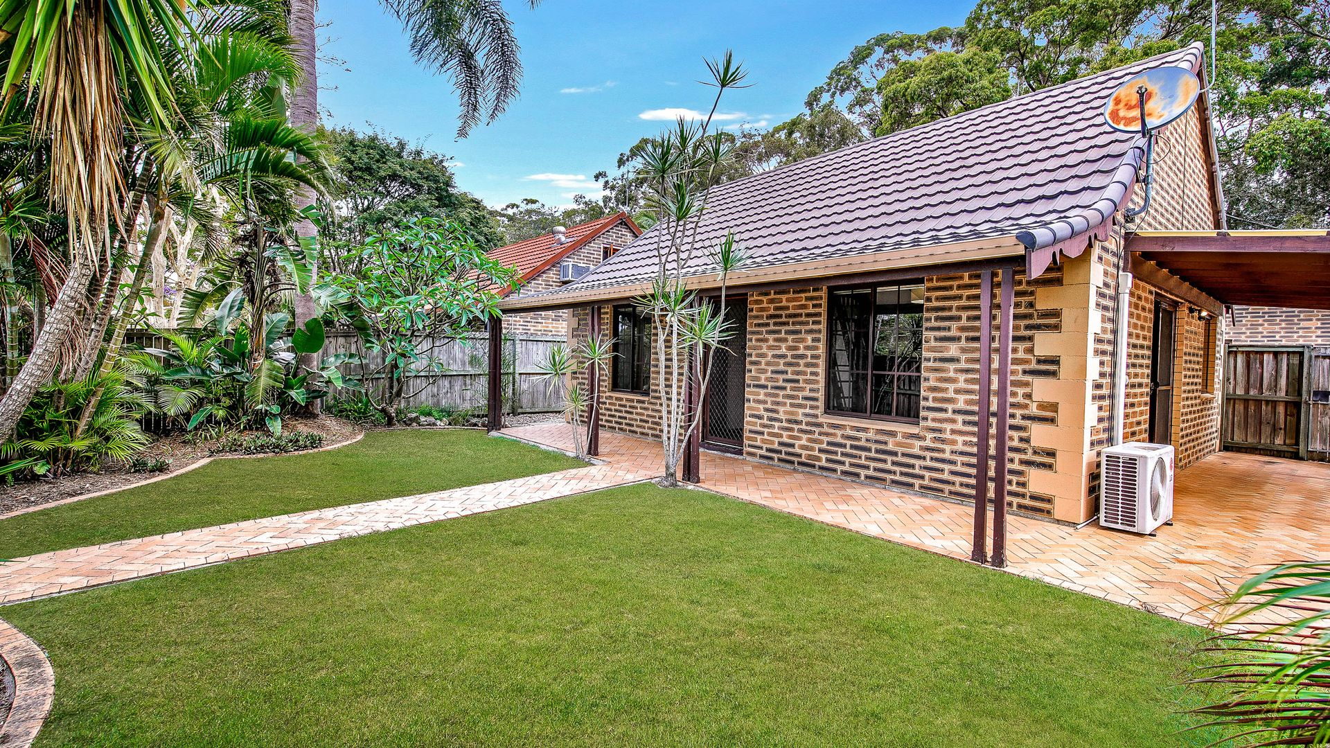 1/22 Eurimbula Court, Paradise Point QLD 4216, Image 2