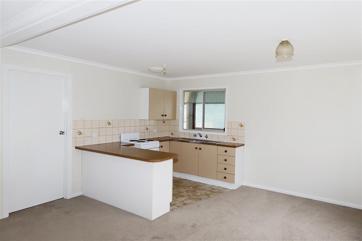 87 Clarke Street, Tumut NSW 2720, Image 2