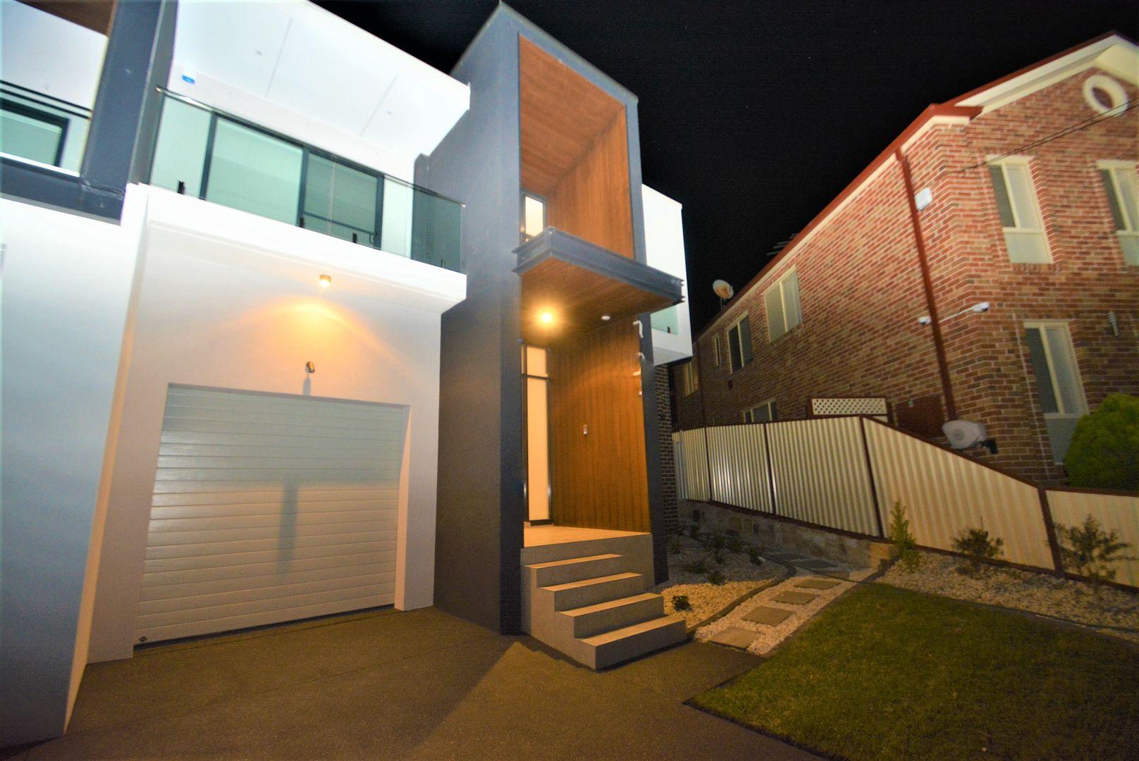 8 Phyllis Avenue, Picnic Point NSW 2213, Image 0