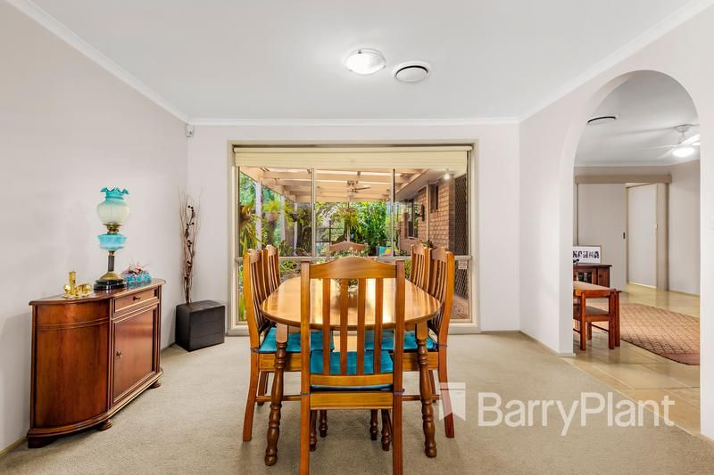 30 Golf Links Drive, Mill Park VIC 3082, Image 2
