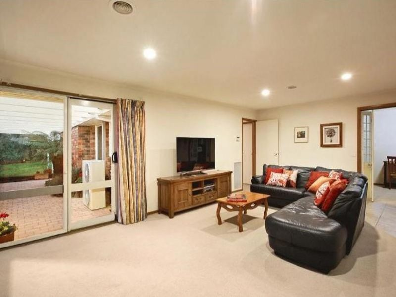 17 Latrobe St, Caulfield South VIC 3162, Image 2