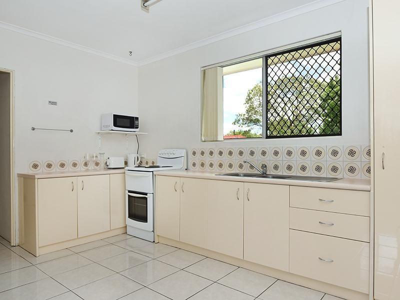 2/277a James Street, Newtown QLD 4350, Image 2
