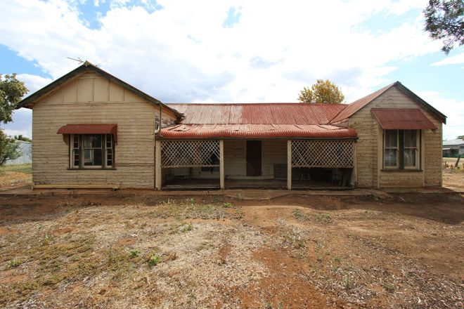 158 Camp Street, TEMORA NSW 2666