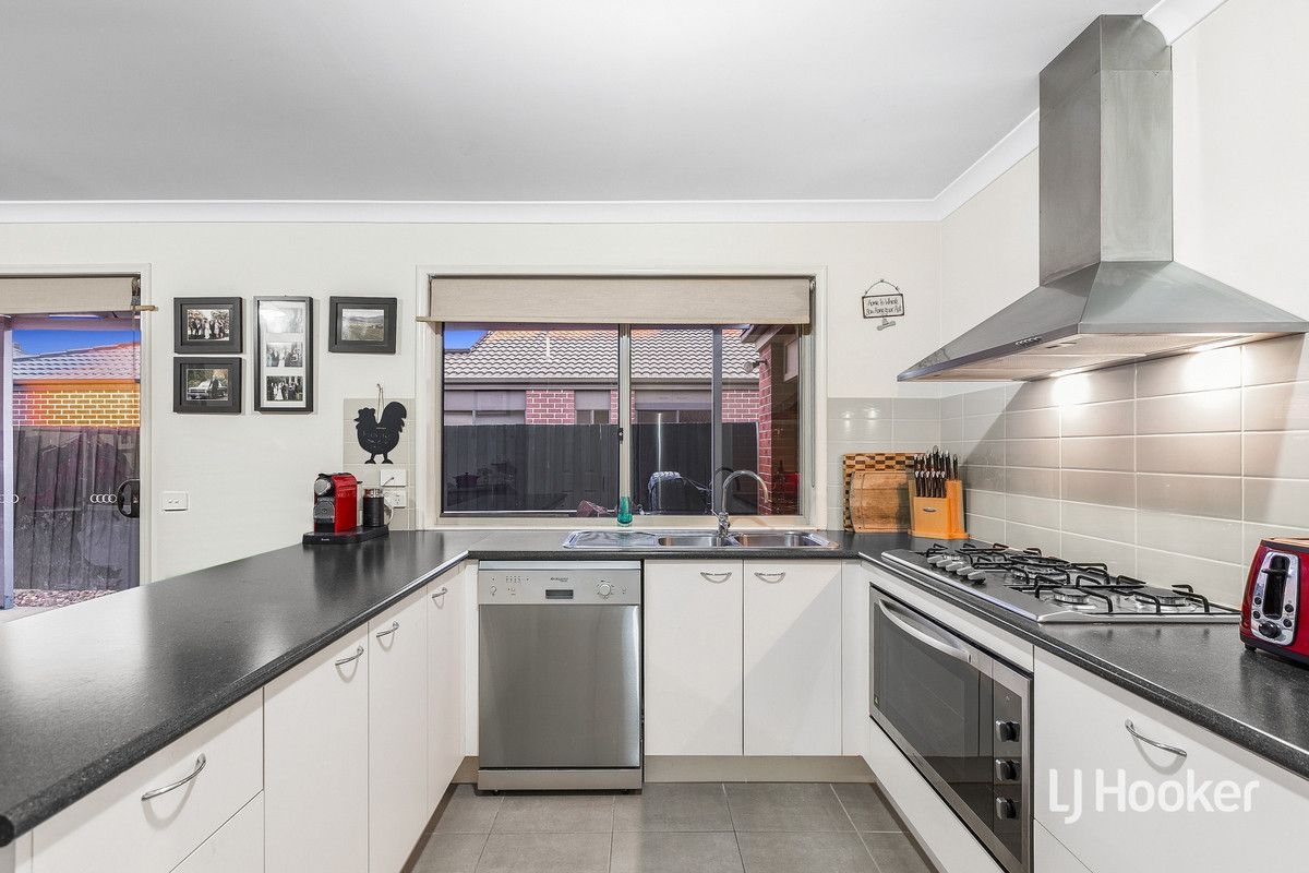 8 Landing Place, Point Cook VIC 3030, Image 2