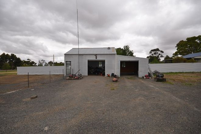 Picture of 74 Montgomery Street, SKIPTON VIC 3361