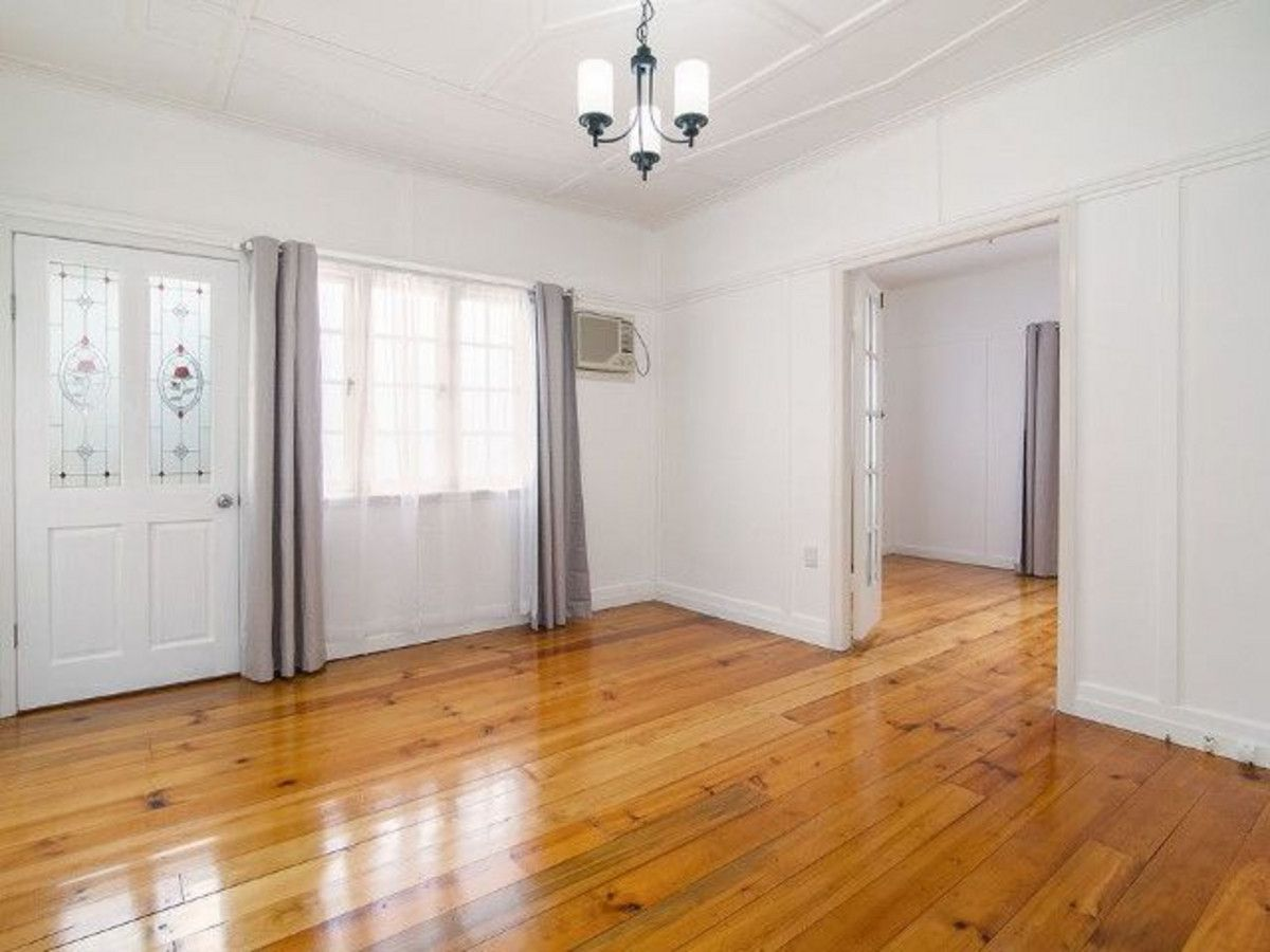 30 Margaret Street, Silkstone QLD 4304, Image 2