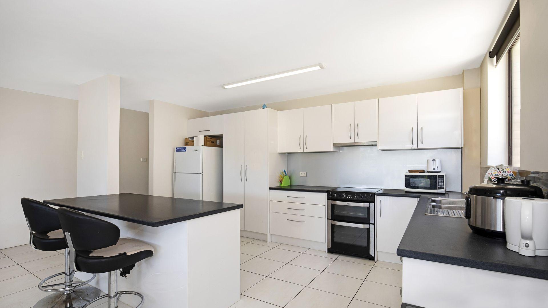 1/32 Sandford Street, St Lucia QLD 4067, Image 2