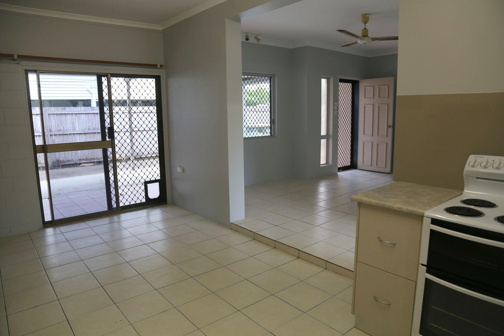 1/16 Smart Street, Mooroobool QLD 4870, Image 2