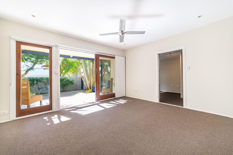 11 Boongala Road, Broadbeach Waters QLD 4218, Image 1