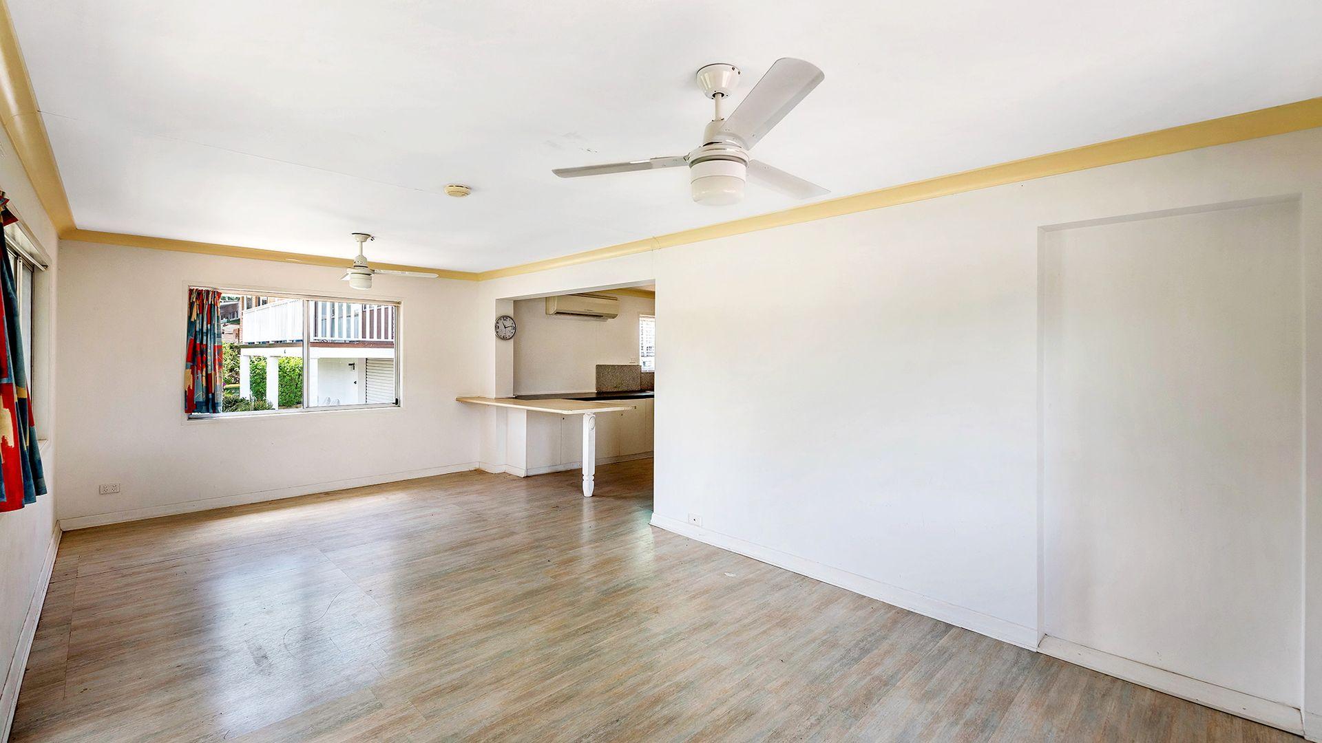 18 Warana Avenue, Southport QLD 4215, Image 1