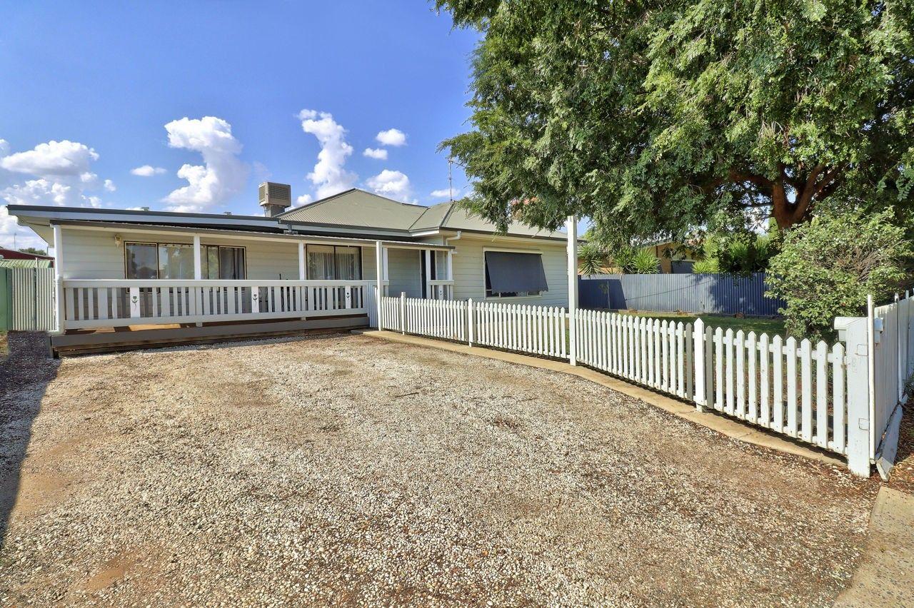 369 Sloane Street, Deniliquin NSW 2710, Image 0