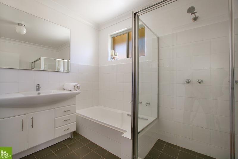 1/3 Loftus Street, Wollongong NSW 2500, Image 2