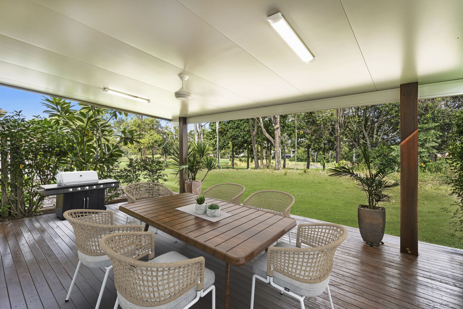8129 Magnolia Gardens Court, Hope Island QLD 4212, Image 1