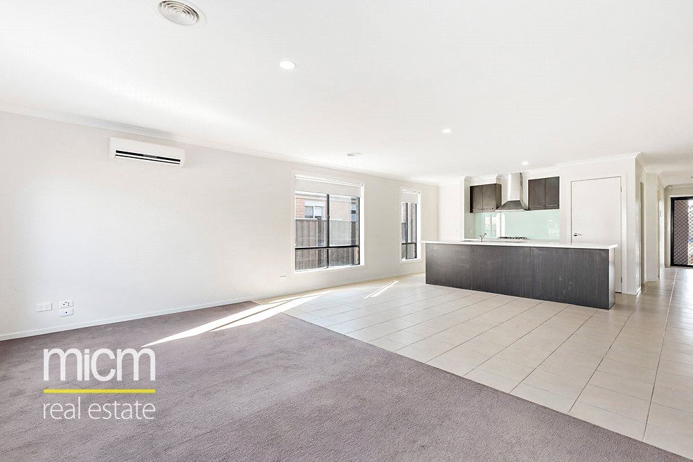 7 Sandra Court, Point Cook VIC 3030, Image 2