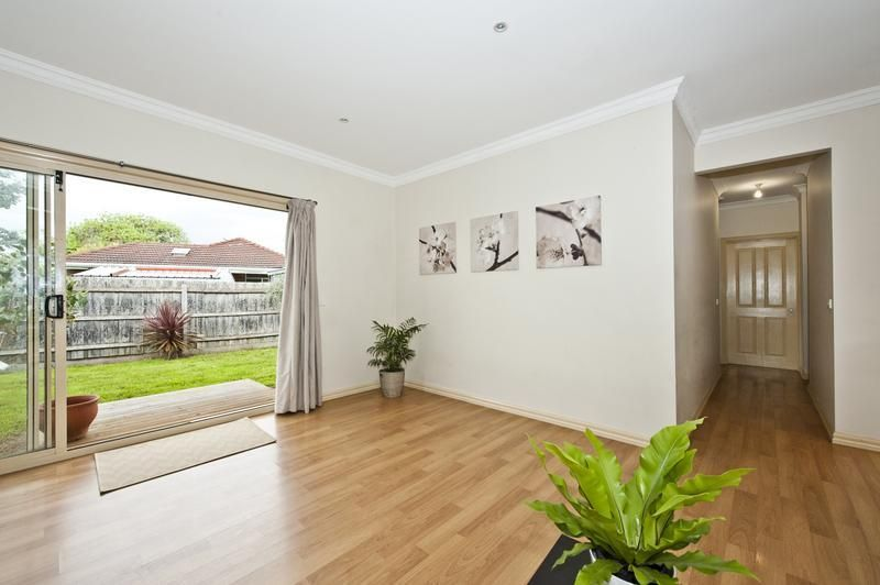 2/16 South Crescent, Heidelberg West VIC 3081, Image 2