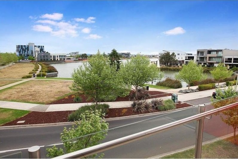 8/2 The Esplanade, Caroline Springs VIC 3023, Image 2