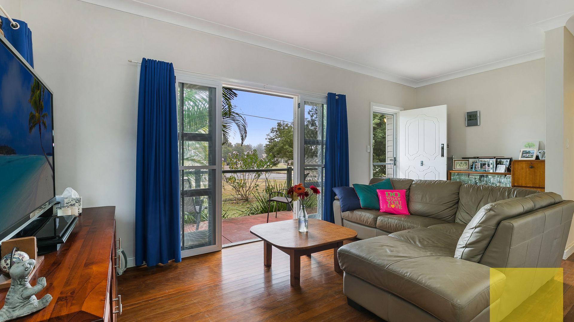 7 Waratah Avenue, Graceville QLD 4075, Image 2