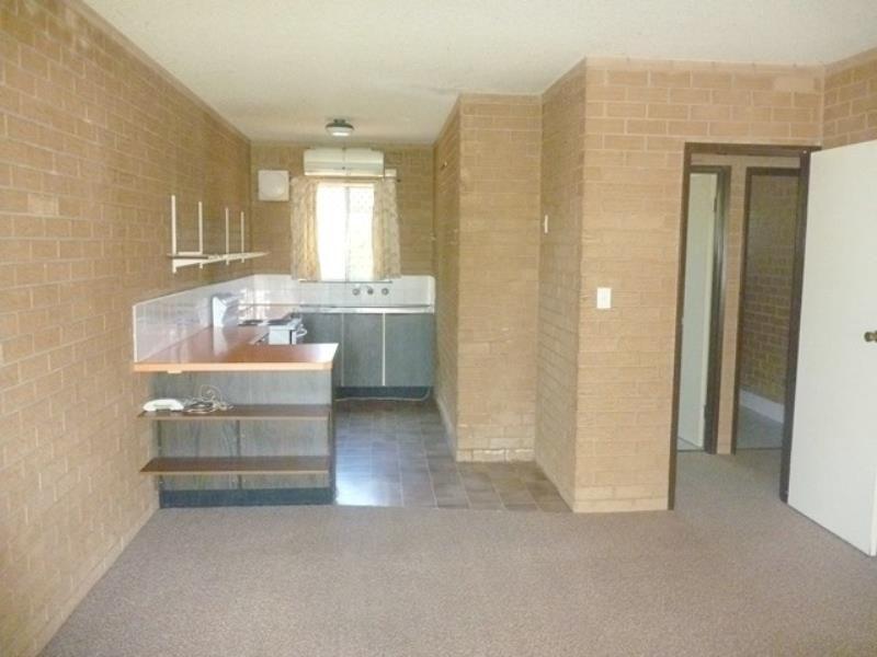 Unit 1/21 Nordlingen Drive, Tolland NSW 2650, Image 1