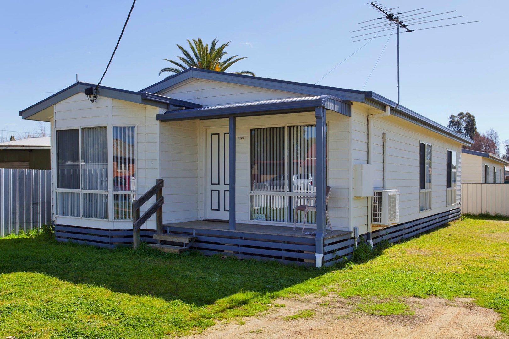 18 Henty St, Culcairn NSW 2660, Image 0