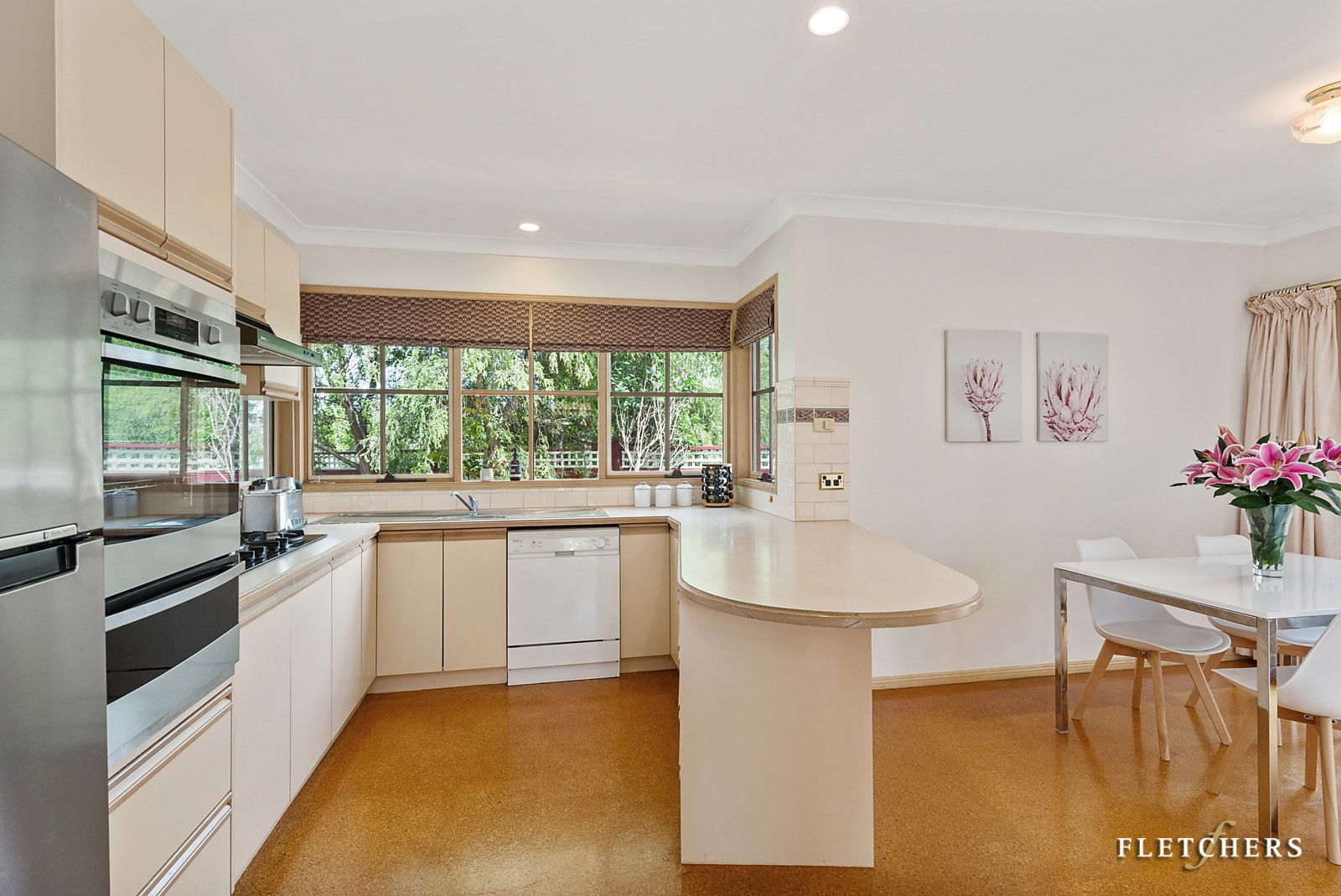 2/12 Clifford Court, Forest Hill VIC 3131, Image 2
