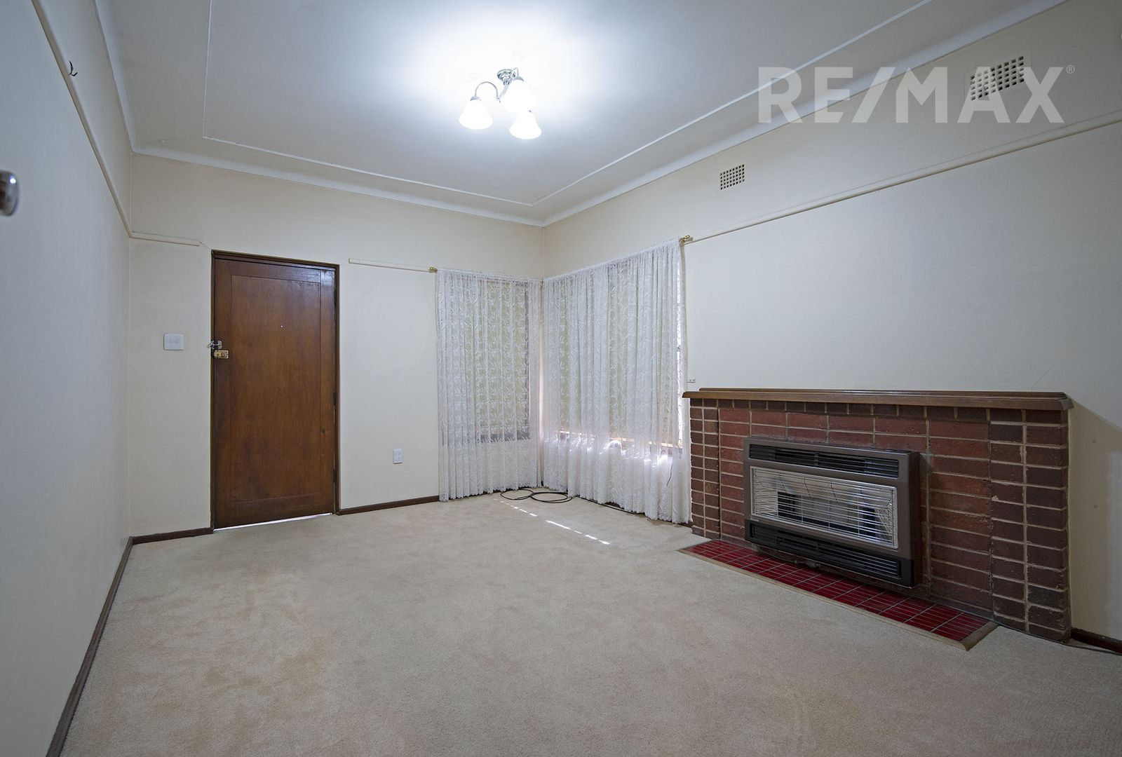 90 Fernleigh Road, Mount Austin NSW 2650, Image 1