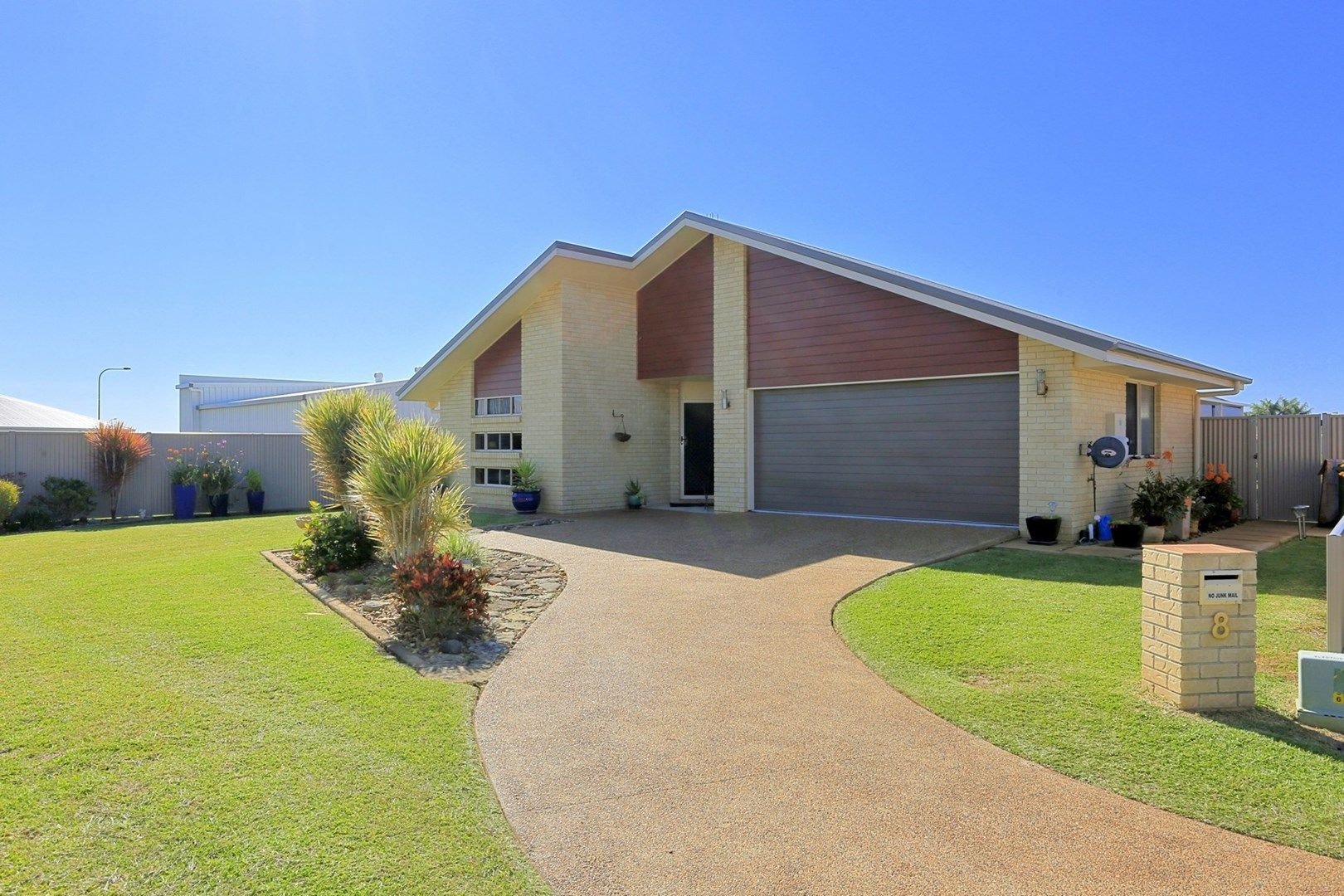 8 Mccallum Cl, Coral Cove QLD 4670, Image 0