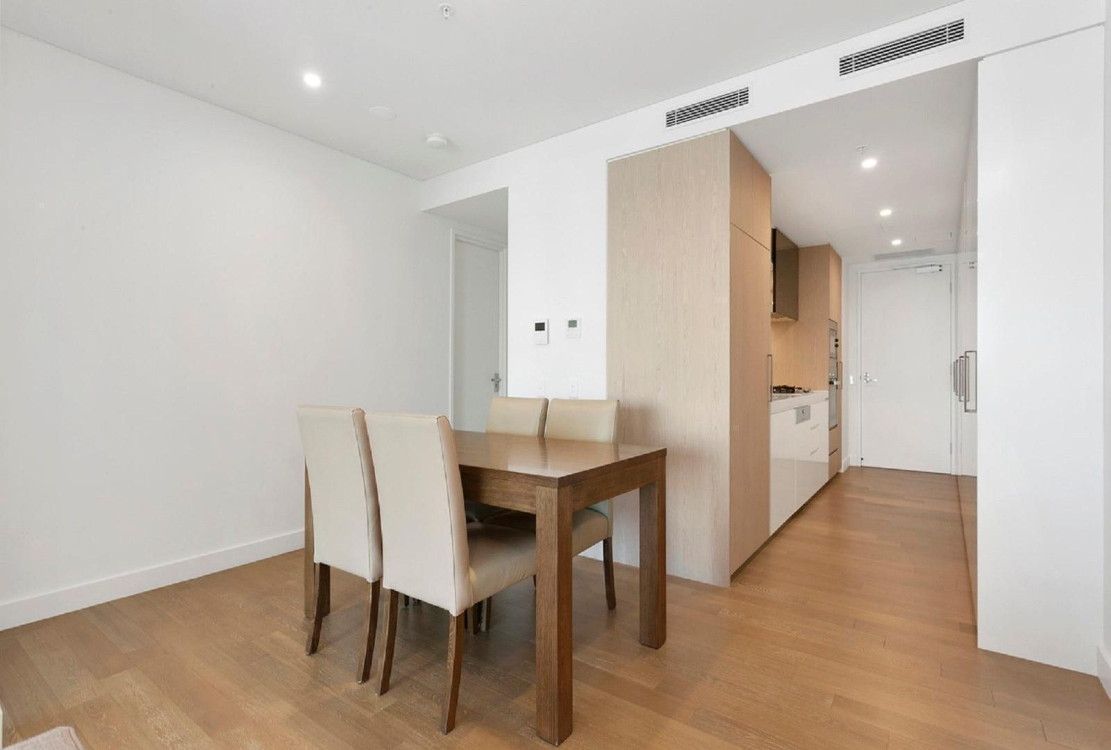 1006/80 Alfred Street, Milsons Point NSW 2061, Image 2