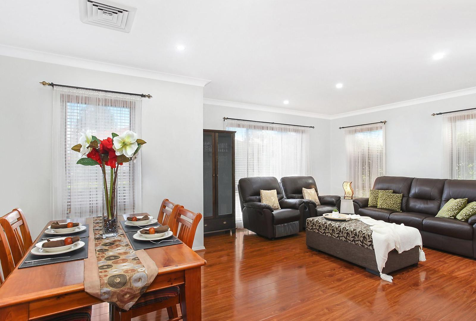 4 Mary Ann Drive, Glenfield NSW 2167, Image 2