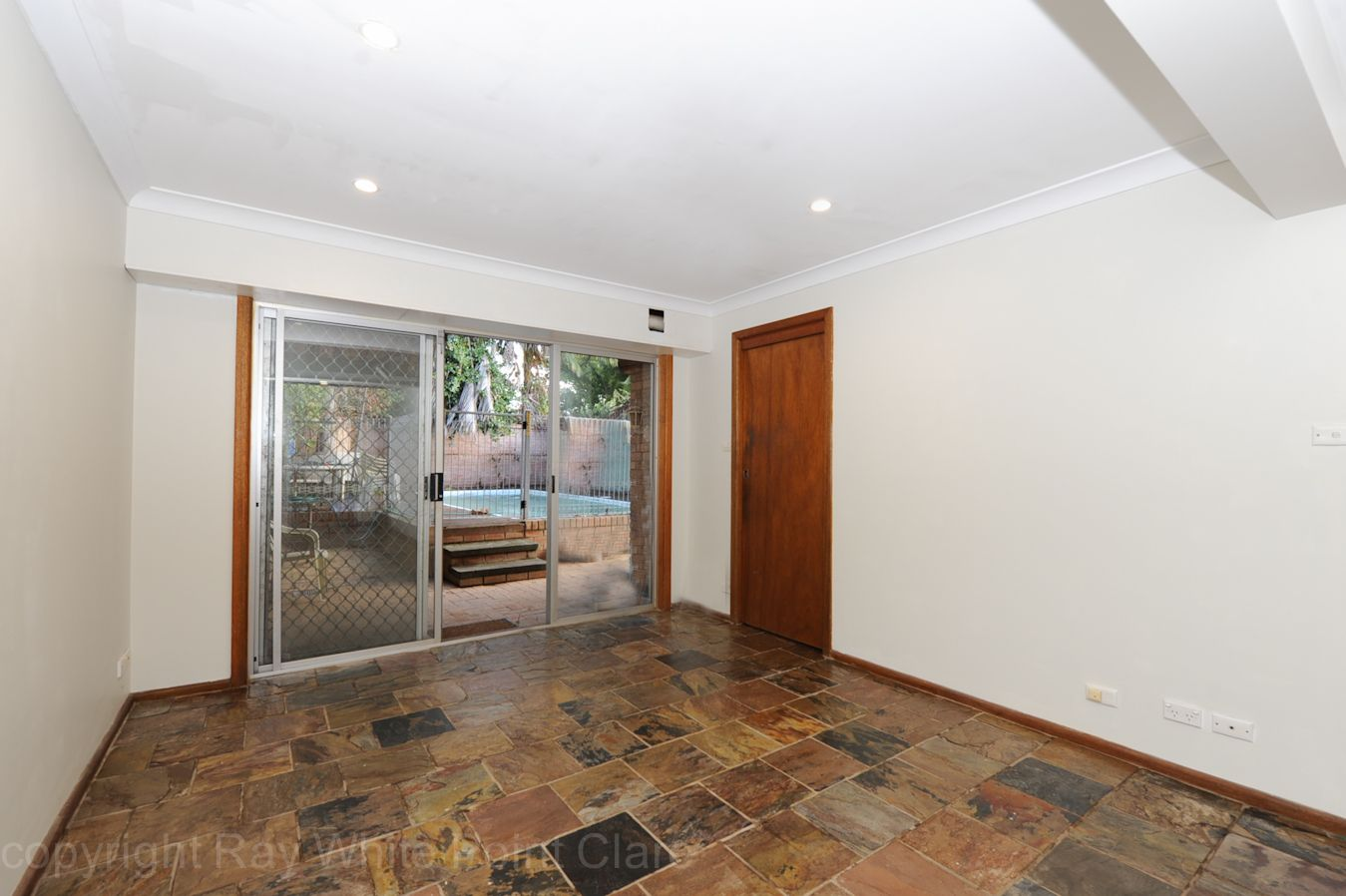 8a Jindalee Ave, Point Clare NSW 2250, Image 0