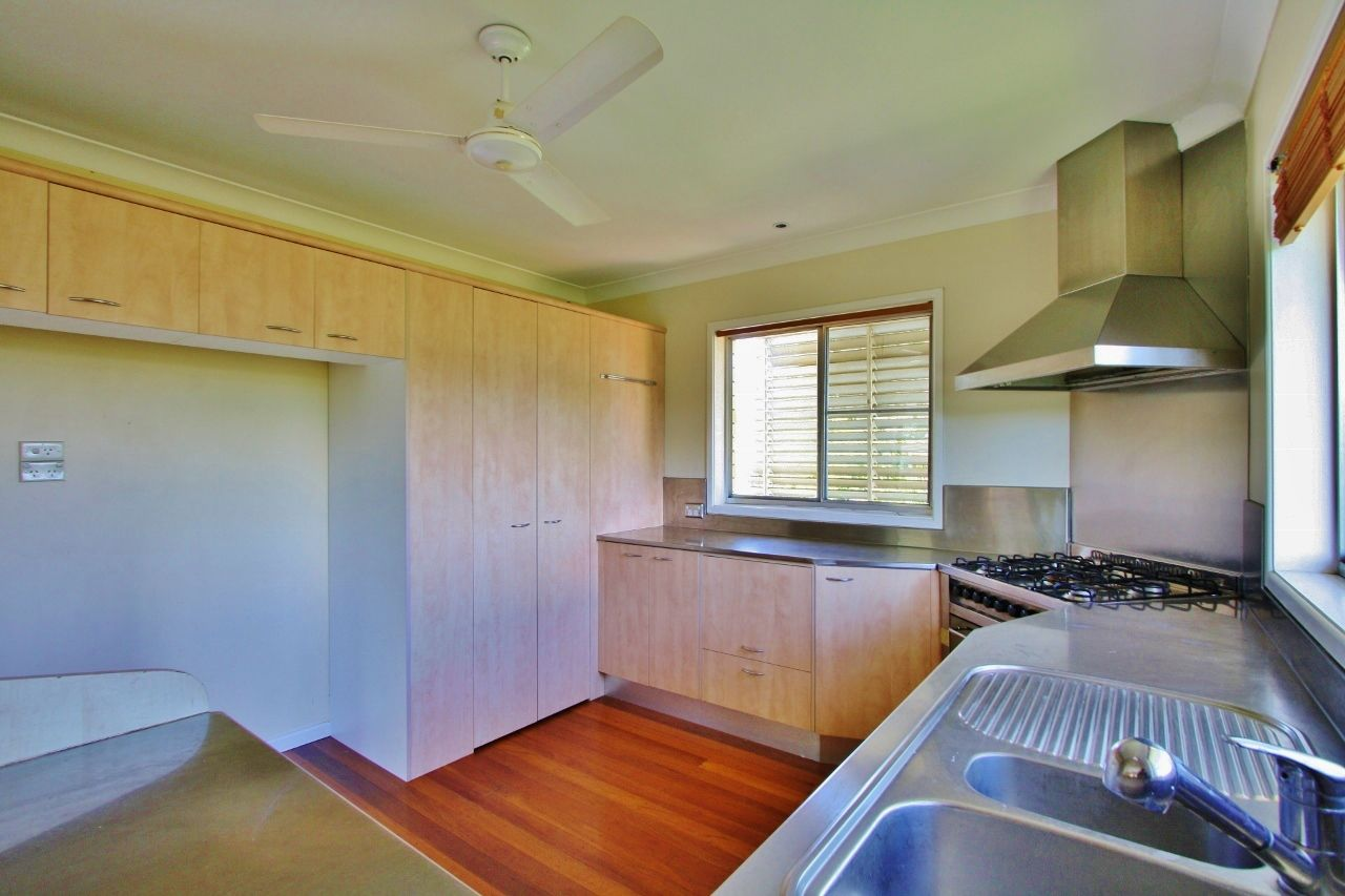 11 Algona Street, Holland Park West QLD 4121, Image 2