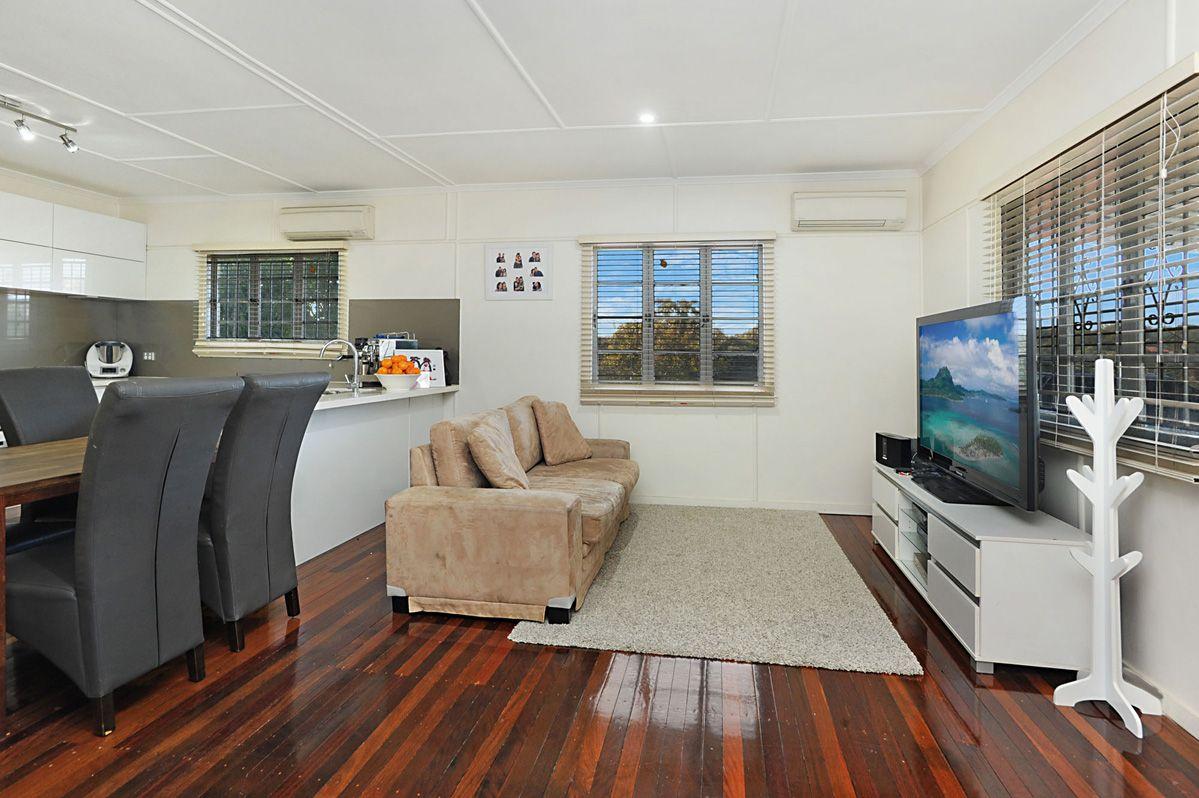 9 Barton st, Holland Park West QLD 4121, Image 2