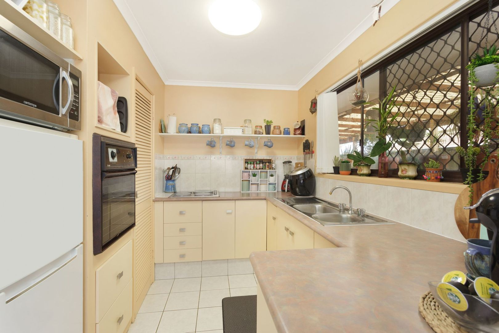 1/6 Peacock Place, Burleigh Waters QLD 4220, Image 1