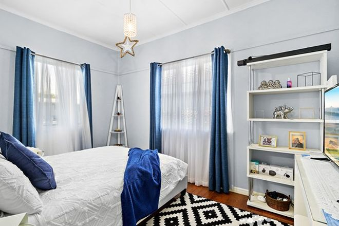 Picture of 5 Frank St, EBBW VALE QLD 4304