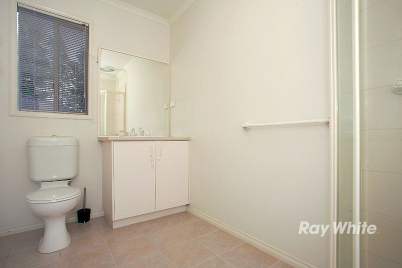 9 Charlotte Place, Cranbourne West VIC 3977, Image 2