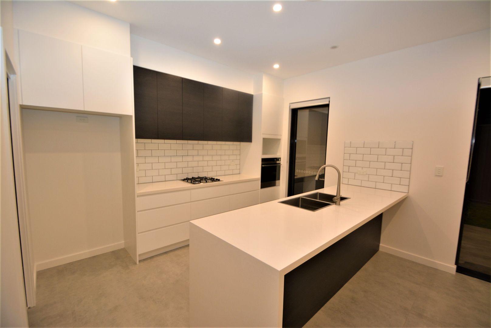 8 Phyllis Avenue, Picnic Point NSW 2213, Image 2