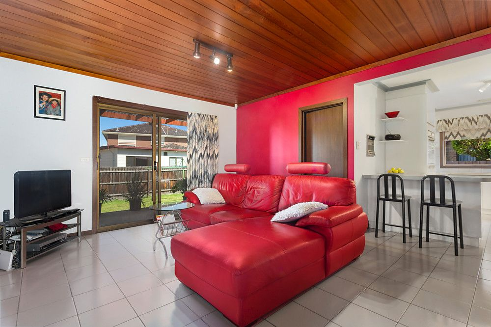 25 Windsor Drive, Avondale Heights VIC 3034, Image 2